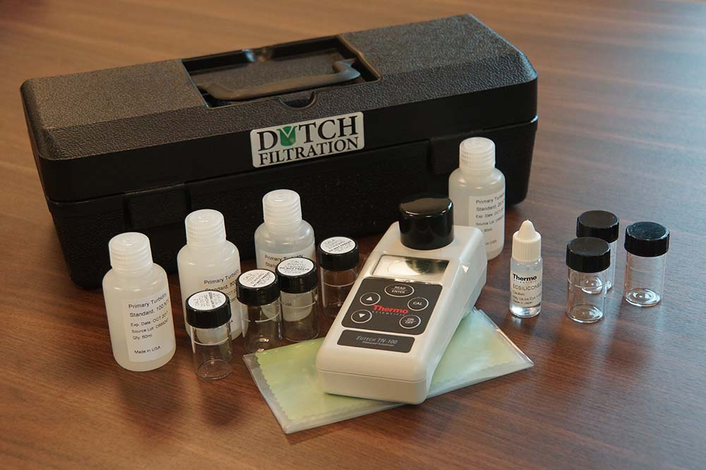 Turbidity (NTU) meter kit for completion fluids