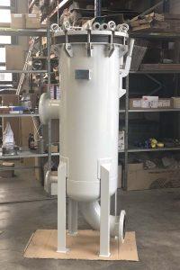 Cartridge filter housing for seawater filtration